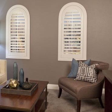 Honolulu family room plantation shutters.