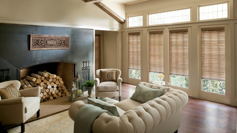 Honolulu living room with blinds