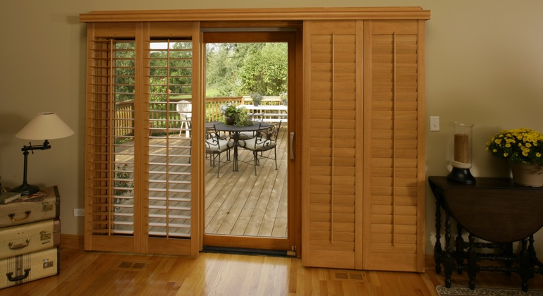 Honolulu wood shutter sliding door