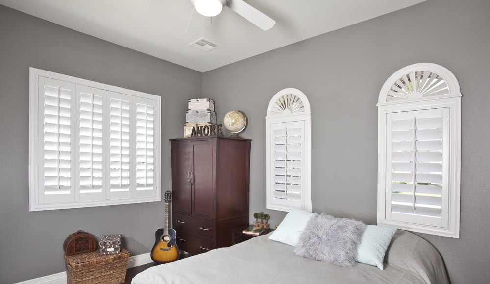Polywood Shutters In A Honolulu Bedroom