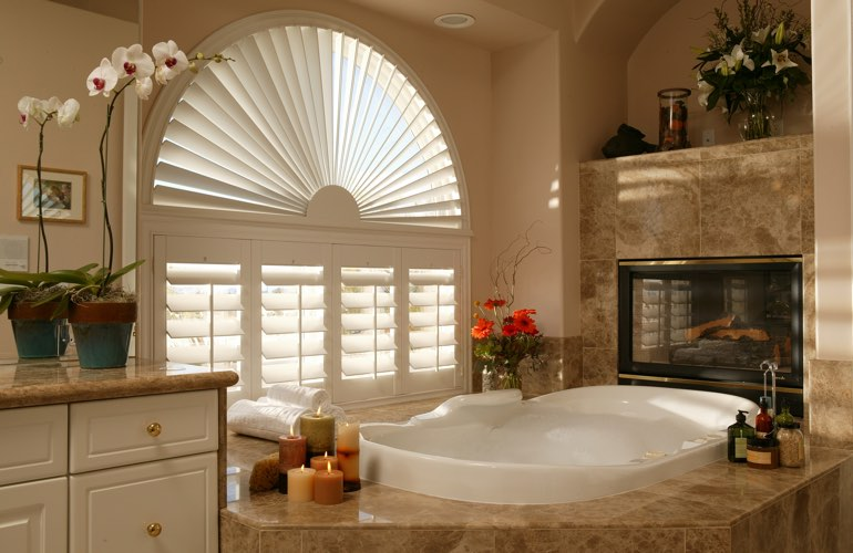 Sunray shutters in a Honolulu bathroom.