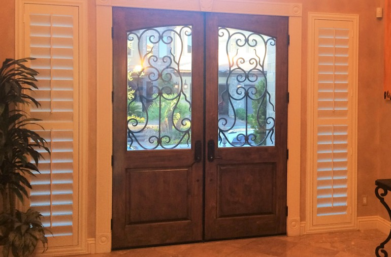 Sidelight window shutters in Honolulu house