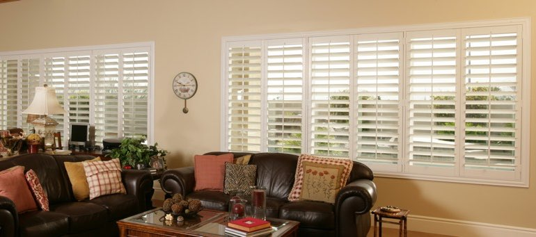 Wide window with white shutters in Honolulu living room